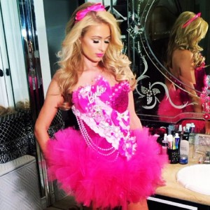Paris_Hilton_Barbie_costume_2013_-490x490