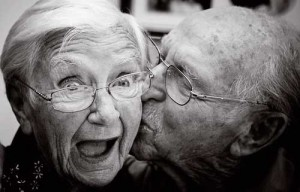 old-people-kissing