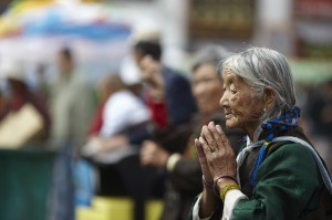 tibet-faith-religion-people-peace-prayer-women-original-jpg