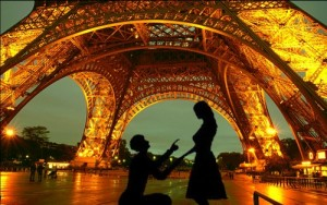 proposal-under-eiffel-tower-at-night-31_large