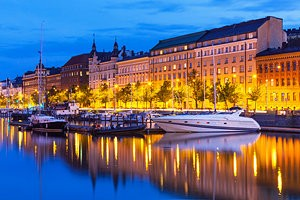 finland-helsinki-old-town-and-boats-evening