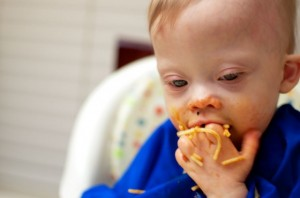 self-feeding-spaghetti-baby-child-down-syndrome-4-640x423
