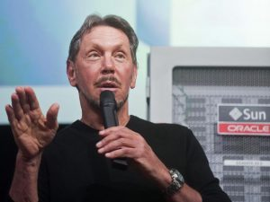 "Oracle Corp Chief Executive Larry Ellison introduces the Oracle Database In-Memory during a launch event at the company's headquarters in Redwood Shores, California June 10, 2014. Ellison on Tuesday launched the ""in-memory"" technology for speeding up data analysis in a bid to beef up demand for his company's software products. The in-memory features, which Oracle has been talking about for months, allow for faster database queries and transactions as companies collect, store and analyze growing amounts of information across the Internet. REUTERS/Noah Berger (UNITED STATES - Tags: SCIENCE TECHNOLOGY BUSINESS) - RTR3T45Y"