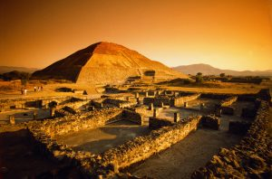 Teotihuacan, Mexico --- Teotihuacan's Pyramid of the Sun --- Image by © Randy Faris/CORBIS