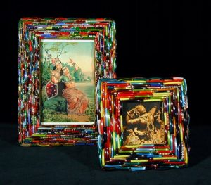 Recycled-Broken-Bangles-Picture-Frame-Art