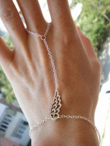 A Simple Bracelet Or Earrings To Compliment Her Should Do The Trick After All Which Girl Is Immune Jewelry