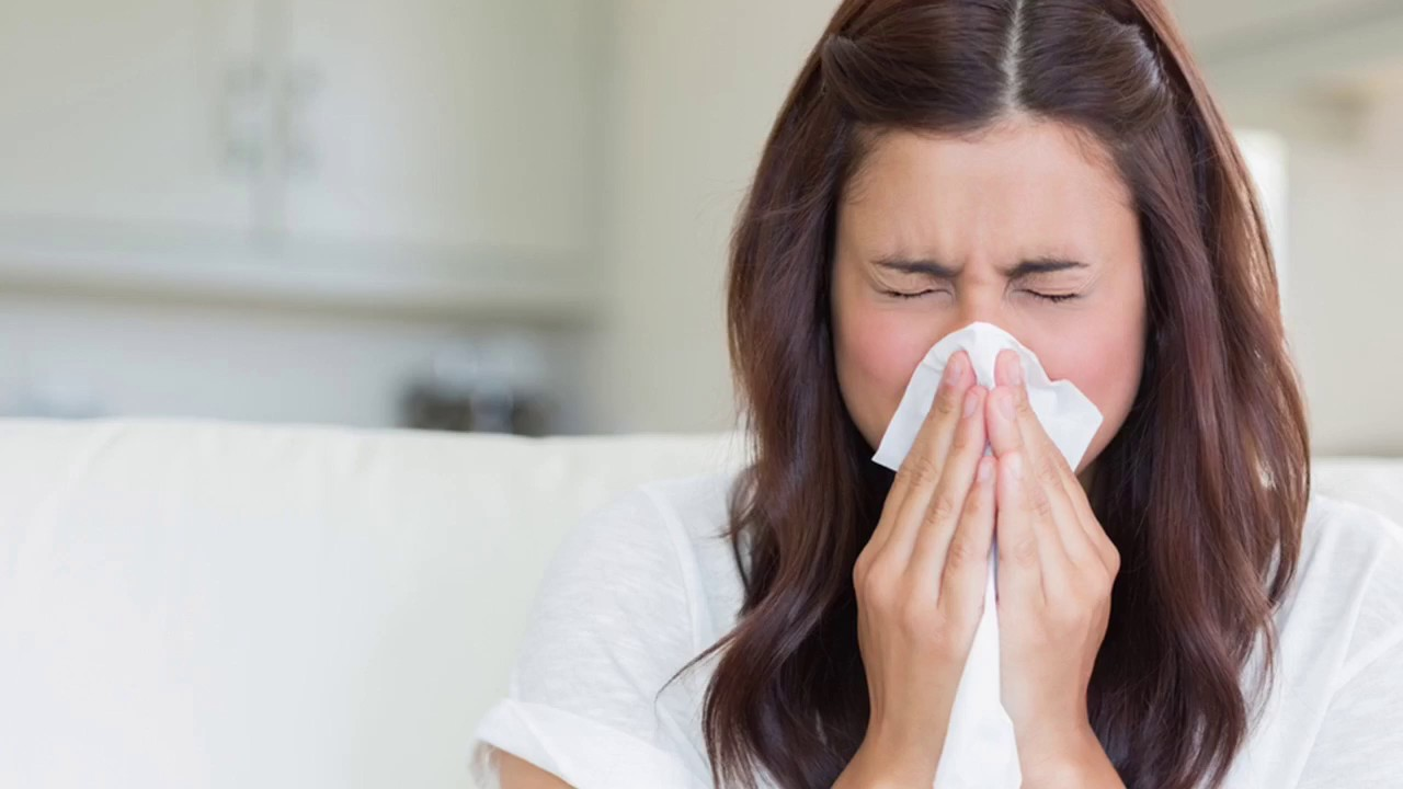 How to Stop Sneezing Quickly: 10 Simple Natural Tips